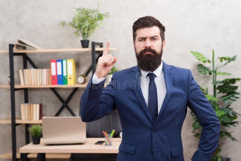 ( e Добро пожаловать член команды r E Человек бородатый стоковое фото rf