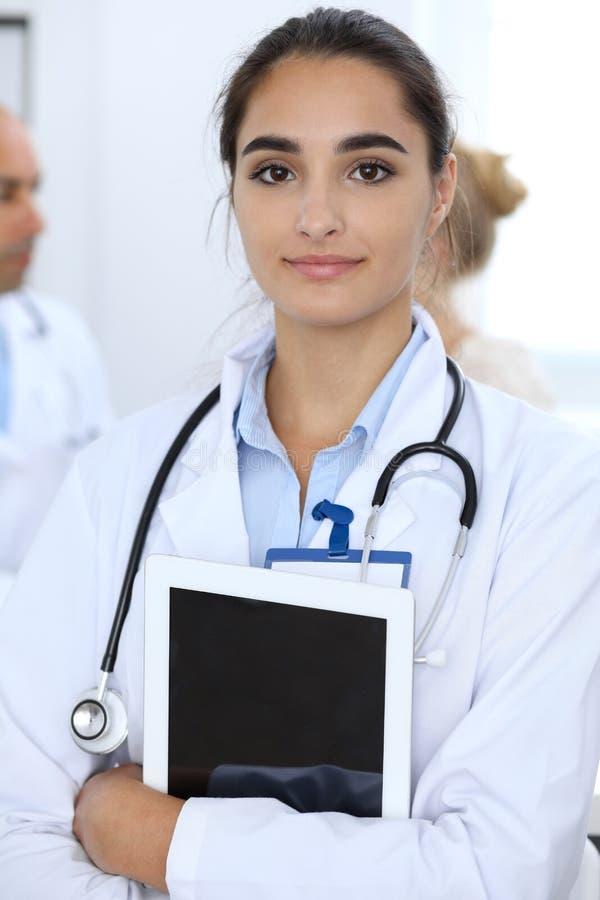 E Испанский или латино-американский штат в медицине r стоковое изображение rf