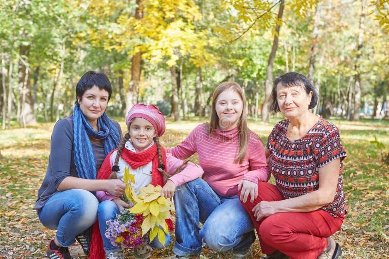 E Любя мать, бабушка и дочь 2 стоковая фотография