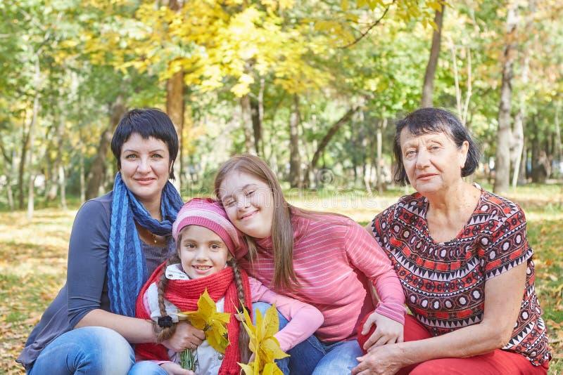 E Любя мать, бабушка и дочь 2 стоковые изображения