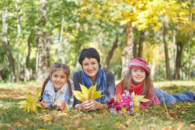 E Любя мать и дочь 2 стоковое изображение rf
