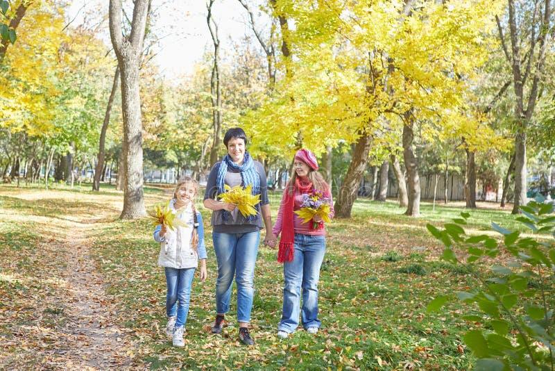 E Любя мать и дочь 2 стоковые фото
