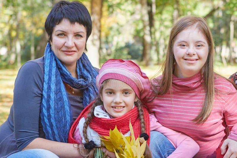 E Любя мать и дочь 2 стоковые фотографии rf