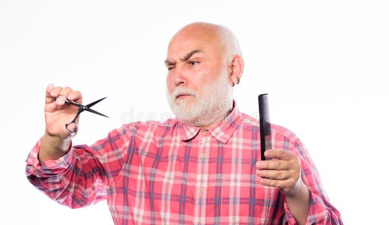 E небритый старик имеет усик и бороду отрежьте и волосы щетки зрелый бородатый человек изолированный на белизне стоковое изображение