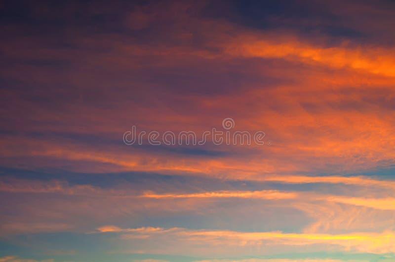 E Обширное небо захода солнца стоковая фотография rf
