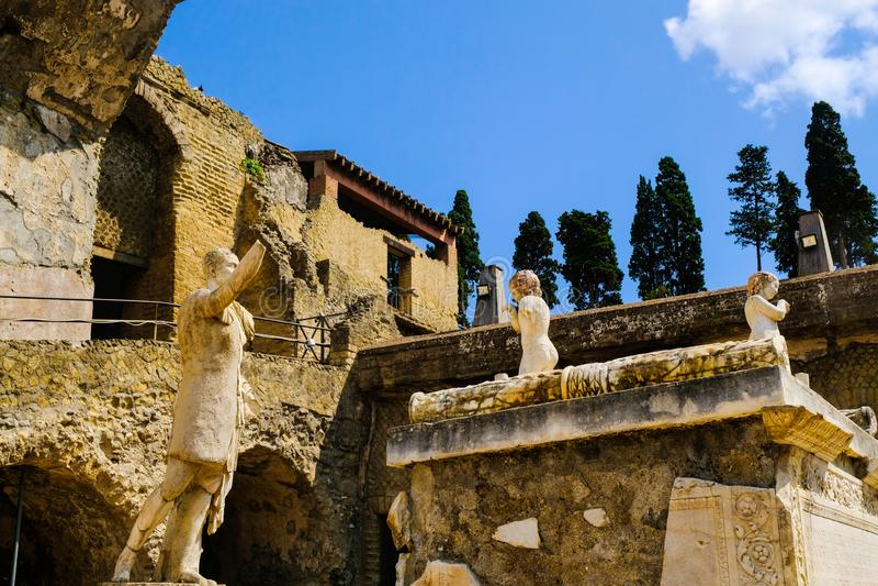 E Святилище на главной площади города, археологические раскопки, Ercolano,  стоковые изображения