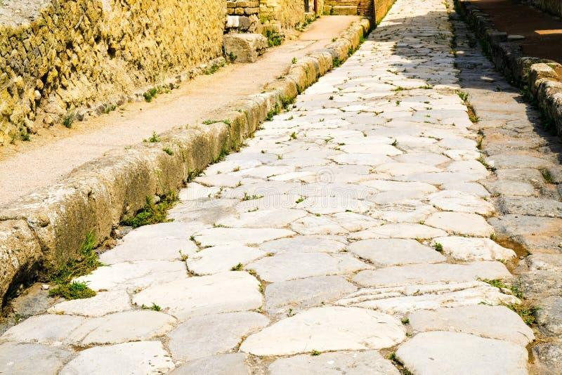 E Старая дорога вымощенная с камнем, Ercolano, Италией стоковая фотография