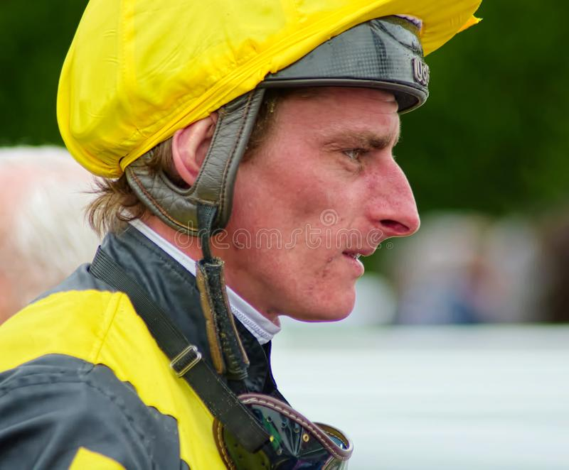 E 亚当卡比 小组1无障碍赛跑赢得的骑师 图库摄影