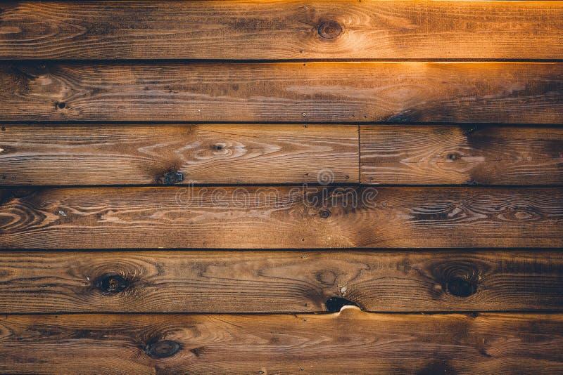 E 在镶边的水平的布朗木纹理 葡萄酒墙壁表面,样式 黑暗的被风化的硬木,蚂蚁 图库摄影