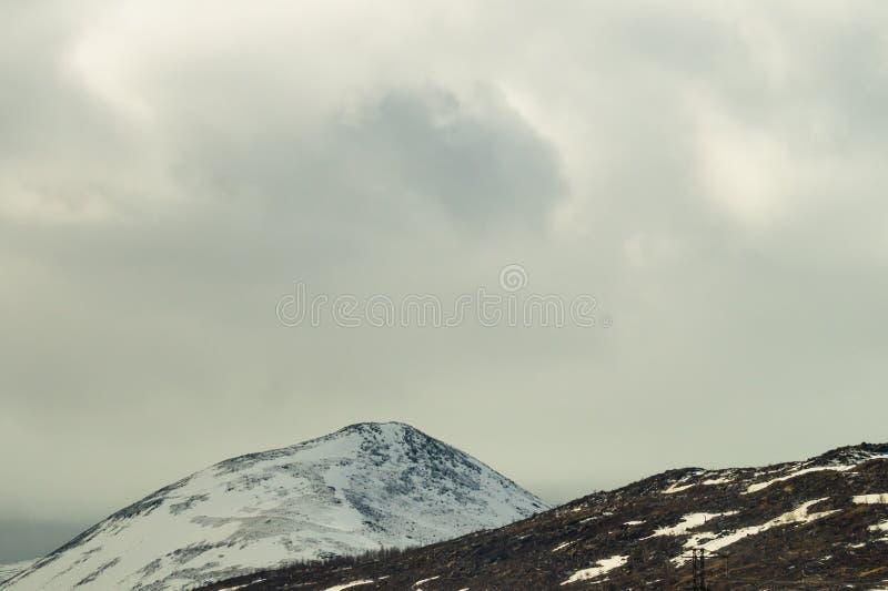 E 多雪的小山 免版税库存照片