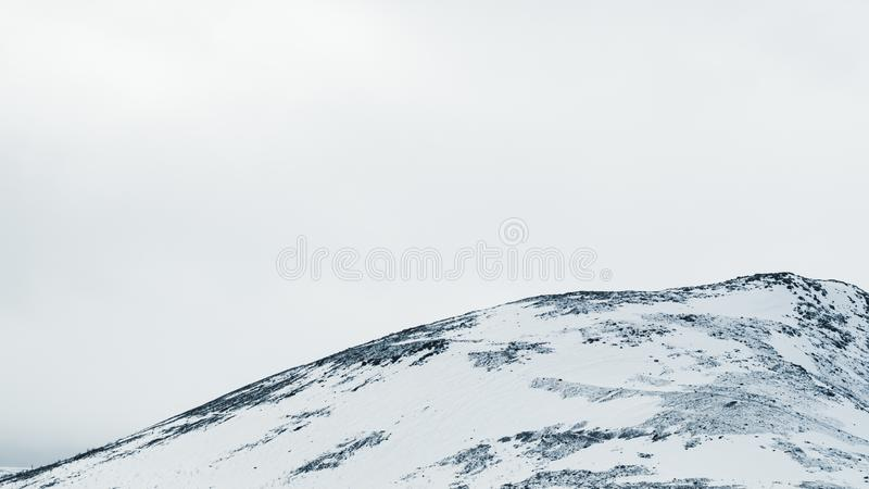 E 多雪的小山 库存图片