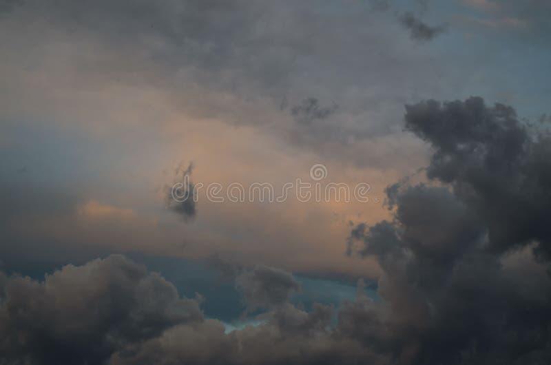 E 天空背景 ??` s? 库存图片