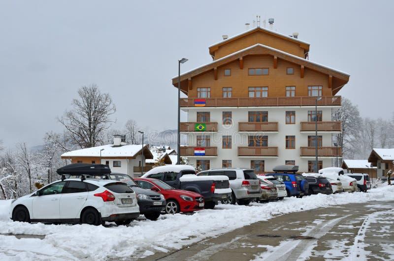 E 汽车在旅馆停放在罗莎的Khutor奥运村 库存照片