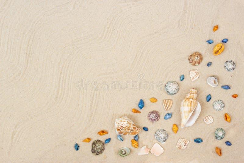 E 海与空间的暑假背景文本的 库存照片