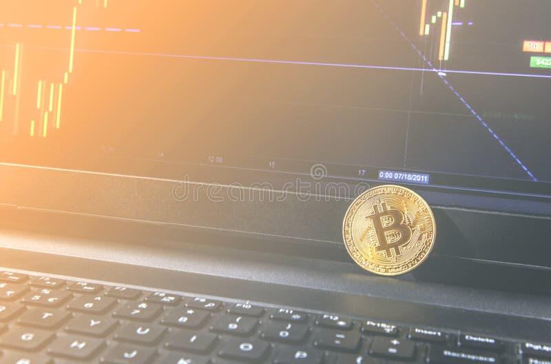 E 特写镜头照片Bitcoin,交换真正价值,隐藏数字式 图库摄影