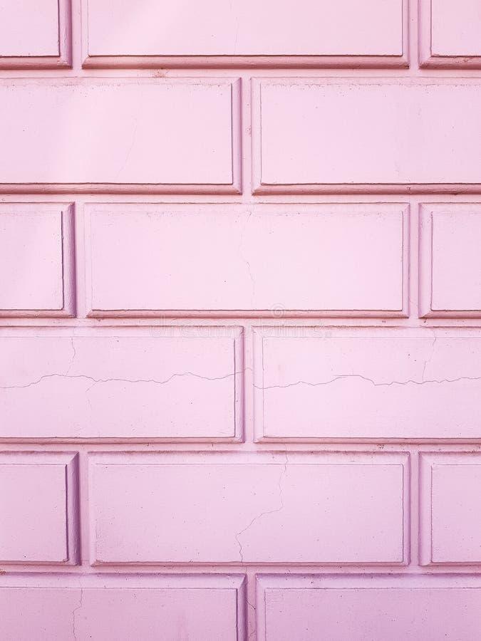 E 砖墙桃红色 老砖墙由粉色制成 免版税库存图片