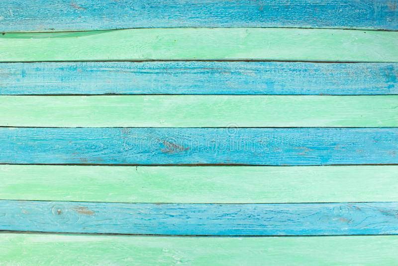 E 硬木,木五谷,有机材料难看的东西样式 绿色和蓝色木表面顶视图 免版税图库摄影