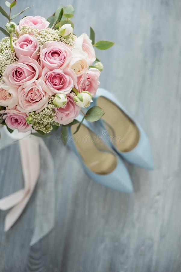 新娘时髦的婚姻的属性  E 免版税图库摄影