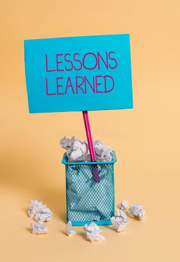 E 经验或理解的企业概念获取的知识被弄皱 库存照片