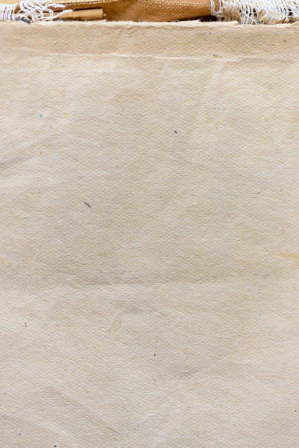 E 背景的肮脏和被染黄的老纸纹理 库存图片