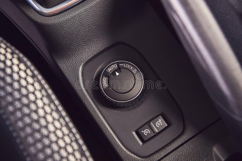 E 雷诺喷粉器-新的模型汽车介绍在陈列室里-仪表板视图 图库摄影