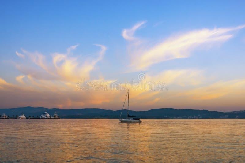 ?? E 黑山,科托尔湾看法  库存照片