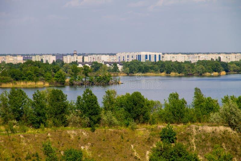 Вид на реку Днепр и город Комсомольск стоковое изображение