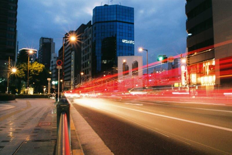 Подсветка автомобилей в Осаке (Япония) по фотографии стоковые фото