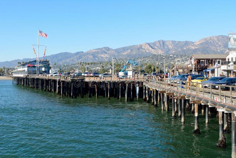 Старинный деревянный пирс Stearns Wharf в Санта-Барбаре, Калифорния стоковое изображение