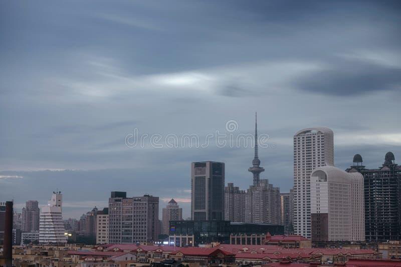 Ветерный день в китае, Харбин дракон башня стоковое фото