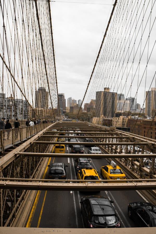 布鲁克林大桥交通 免版税图库摄影