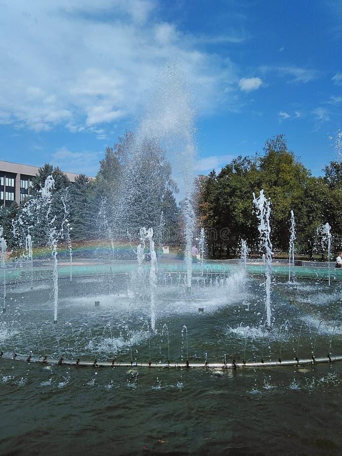 在正方形的喷泉 免版税库存图片