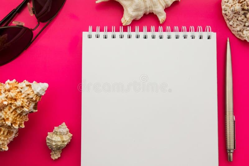 在海洋装饰的一本书 海题材 海心情 假日的记忆 相册关于假期 图库摄影