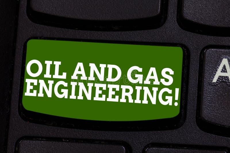 E Affärsfoto som ställer ut teknikern för industriell process för oljaföretag royaltyfria bilder