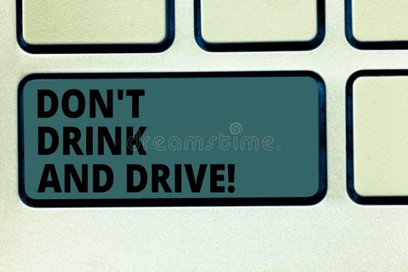E Affärsidéen för tar inte alkoholdrycker, om du kör tangentbordet arkivbilder
