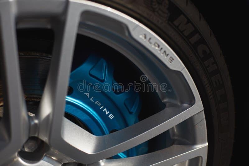 E 23 2019: Alpien A110-aluminiumwiel met MIchelin-band royalty-vrije stock fotografie