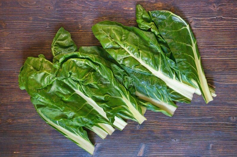 E Blitva - δημοφιλή φυλλώδη λαχανικά, σκοτεινό αγροτικό υπόβαθρο στοκ εικόνα με δικαίωμα ελεύθερης χρήσης