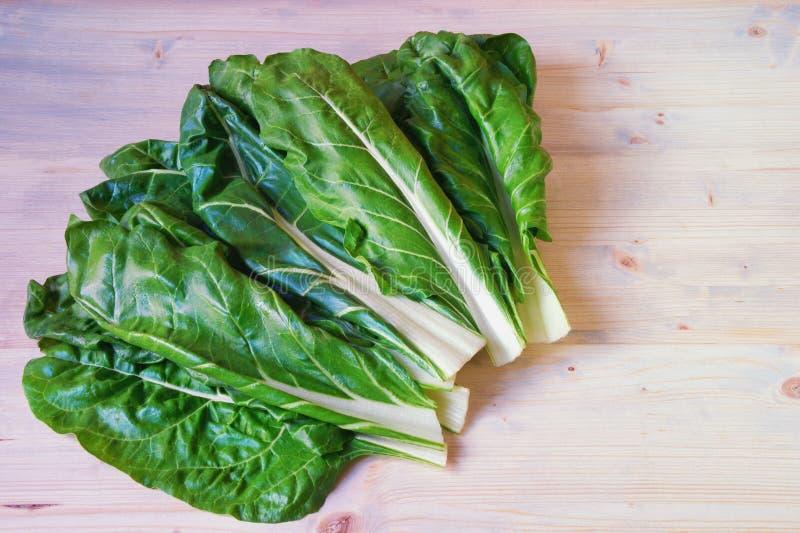 E Chard Blitva φύλλα - δημοφιλή φυλλώδη λαχανικά Αγροτικό υπόβαθρο, ελεύθερου χώρου για το κείμενο στοκ εικόνες