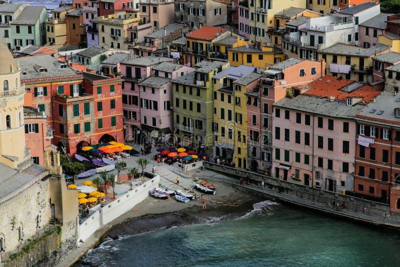 E Cinque Terre, Liguria, turista que lleva del transbordador de Italy imagenes de archivo