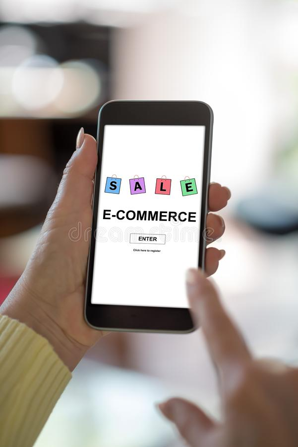 E-Commerce-Konzept auf einem Smartphone lizenzfreie stockbilder