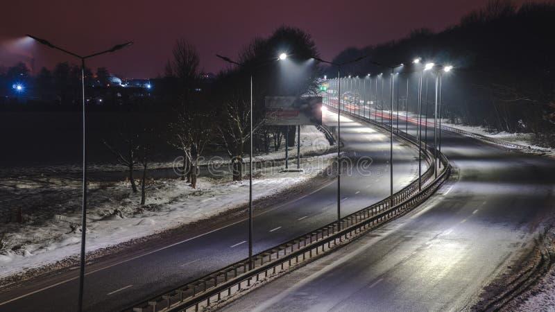 E concetto di modernizzazione e di manutenzione delle lampade, posto per testo, notte immagine stock