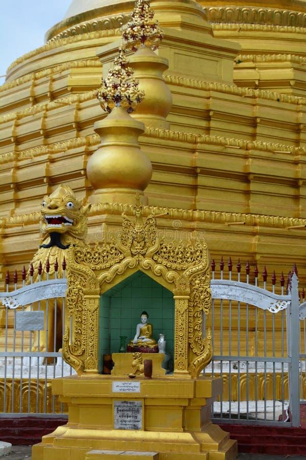 E De Pagode van Kuthodaw mandalay myanmar stock afbeelding