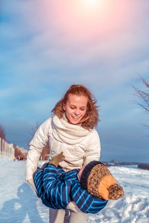 E In de winter in de verse lucht r royalty-vrije stock fotografie