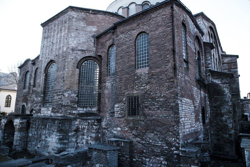 E 03 2019: Den Hagia Irene kyrkan Aya Irini i parkerar av den Topkapi slotten i Istanbul, Turkiet arkivbild