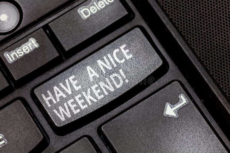 E Deseo del significado del concepto usted consigue buenos días de descanso disfruta de llave de teclado del tiempo libre imágenes de archivo libres de regalías