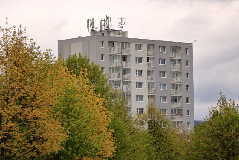 E Detalhe e teste padr?o arquitet?nicos de residencial social dos apartamentos em Jablonec, Rep?blica Checa fotos de stock
