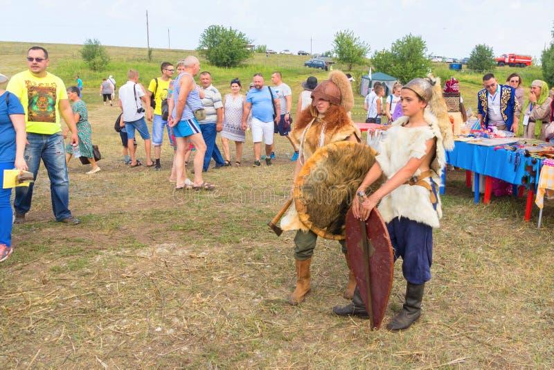 E Ethno-historisch festival met de wederopbouw van de slag van 1391 Timur en Tokhtamysh stock foto's