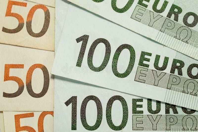 50 e 100 euro- contas fotografia de stock