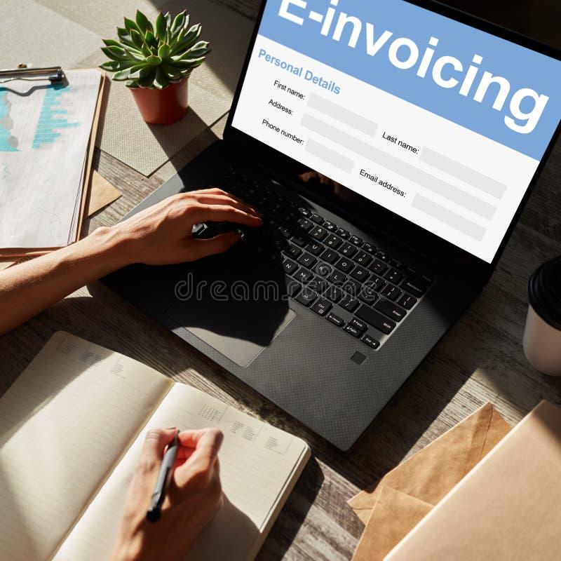 E-facturation, opérations bancaires en ligne et paiement Concept de technologie et d'affaires photographie stock libre de droits
