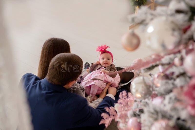 E Famille, Noël, hiver, bonheur et concept de personnes image libre de droits